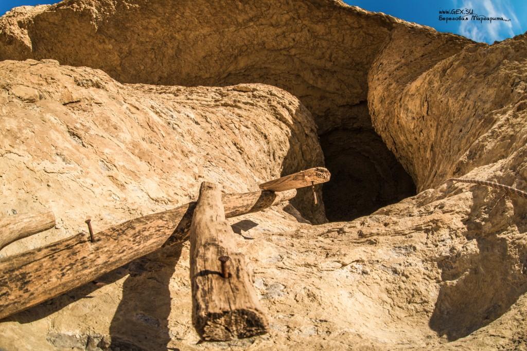 грот в скале бор кая