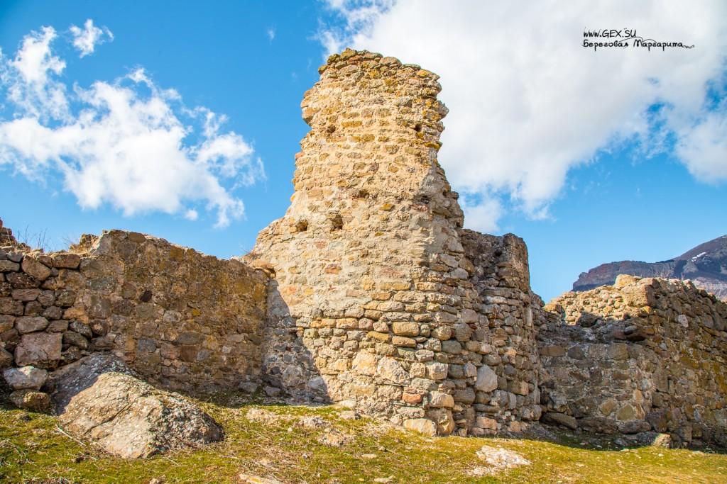 Крепость у подножия Демерджи