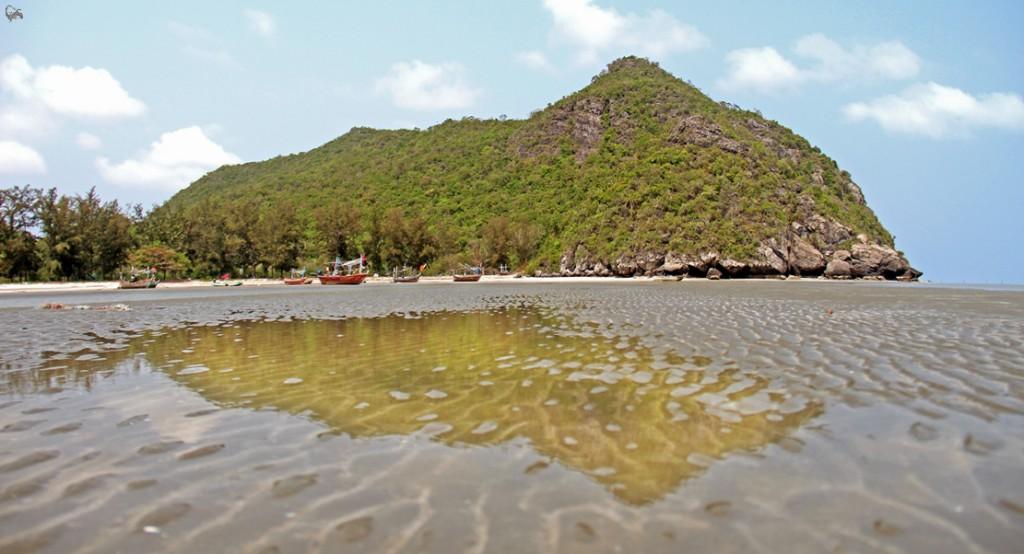 ПляжSam Phraya