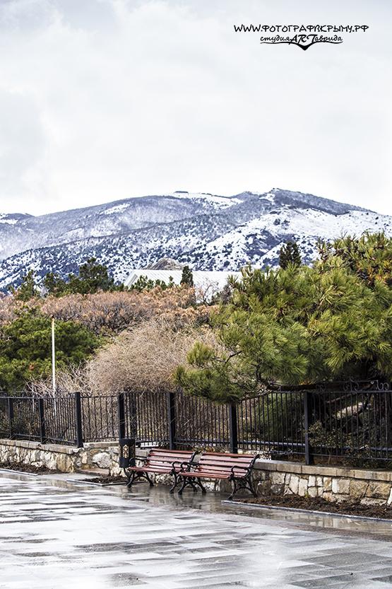 заснеженные горы в судаке