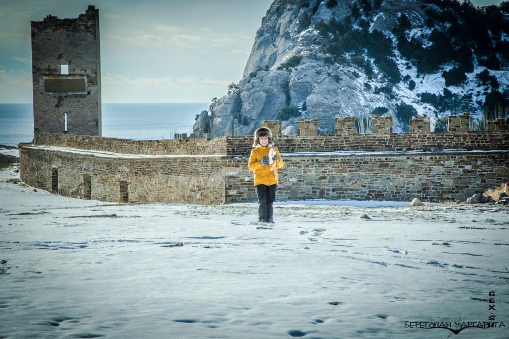 Генуэзская крепость в январе
