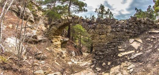 Старинный акведук в Новом Свете