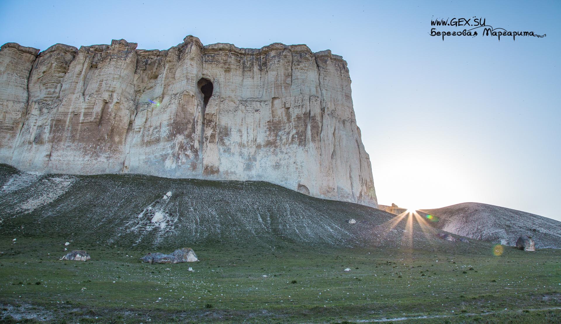 Грот Алтын-Тешик на Белой скале