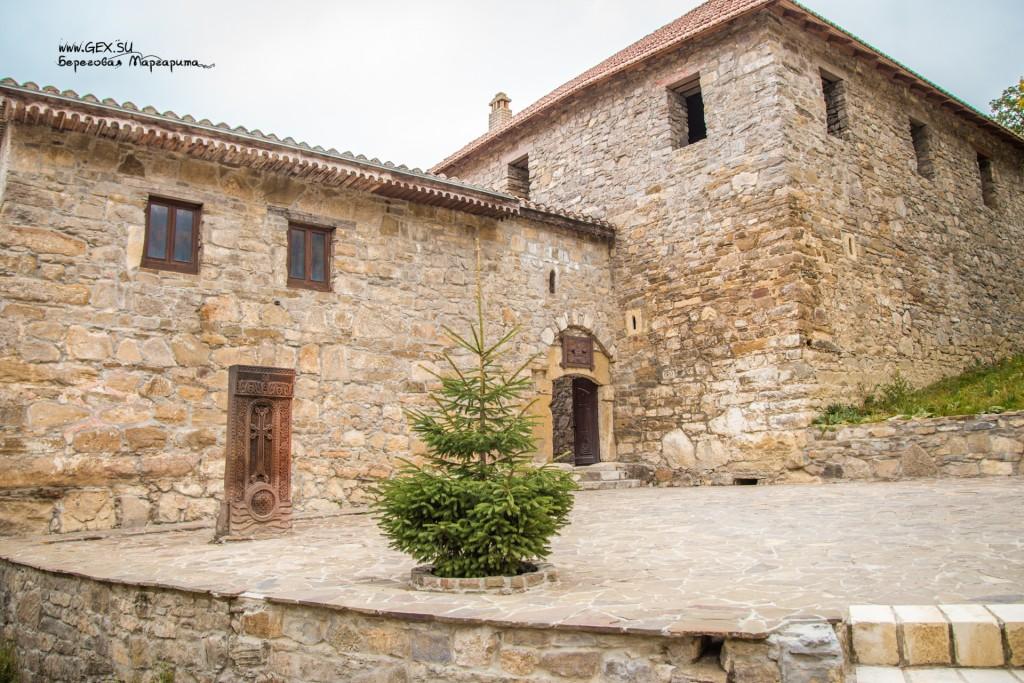 вход в монастырский комплекс Сурб Хач