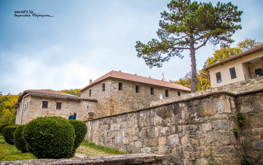 древний армянский монастырь в старом крыму