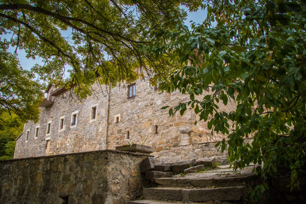 Стены монастыря Сурб Хач