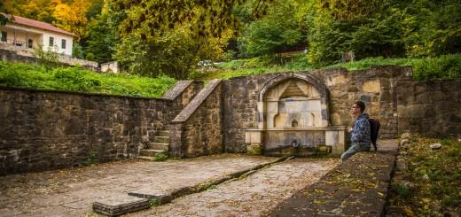 фонтан на территории монастыря Сурб Хач