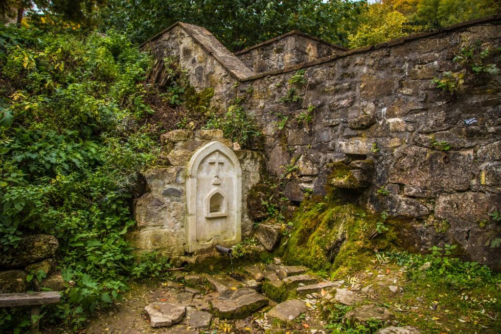 нижний источник монастыря Сурб Хач
