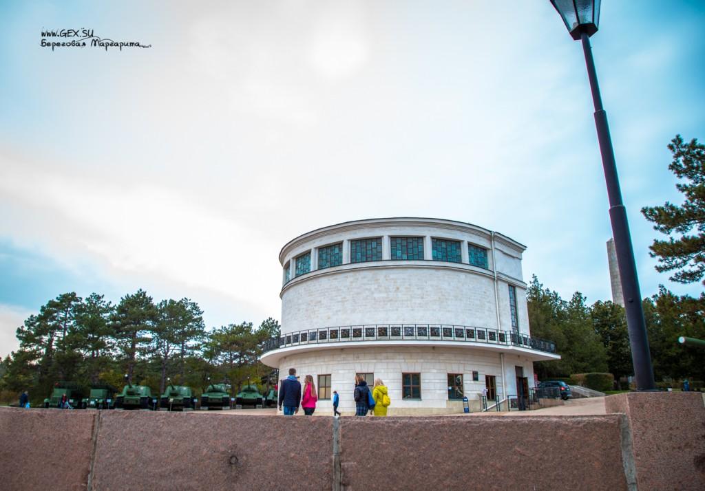 здание диорамы на сапун горе
