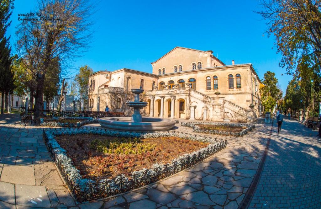Итальянский дворик с фонтаном