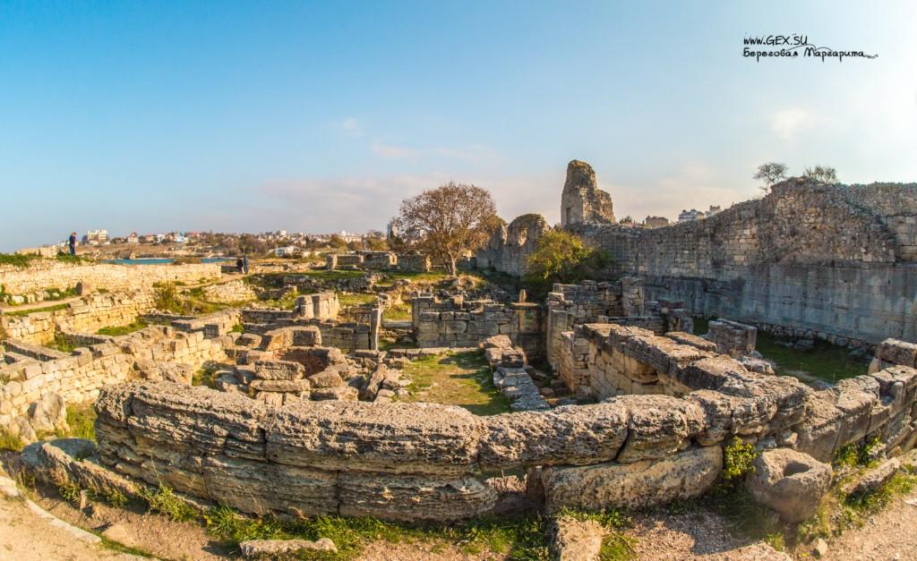 Башня Зенона и оборонительная стена